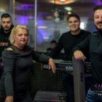 Noć Kalman boema prepuna pjesme: Armin Bijedić pjevao slušateljima u cijelom svijetu